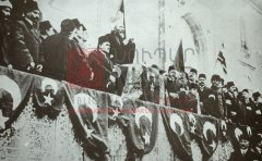 Constantinople, 14novembre 1914: déclaration du djihad par le cheikh ul-Islam [şeyhülislam], en présence des dirigeants jeunes-turcs (coll.Bibliothèque Nubar)