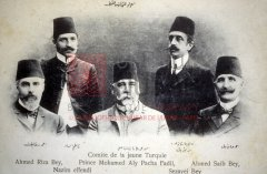 Ahmed Riza, Mohamed Ali pacha Fadil, etc., membres éminents du comité central jeune-turc au lendemain de la Révolution (coll.Michel Paboudjian).