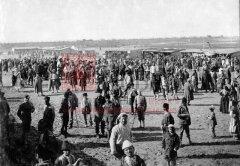 Bakouba, près de Bagdad, 1919: le marché du camp de réfugiés assyriens et arméniens (coll. Bibliothèque Nubar).