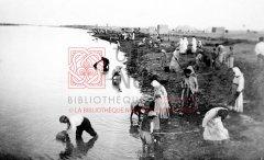 Réfugiés de Bakouba arrivé à Nar el-Omar, en 1920 (coll.Bibliothèque Nubar).