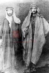 Rescapés arméniens recueillis dans les déserts syriens (coll.Bibliothèque Nubar).